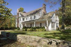 New England Farmhouse, White Farmhouse, Farmhouse Homes, Farmhouse Style, Farmhouse Design, American Farmhouse, Victorian Farmhouse, Farmhouse Kitchens, Modern Farmhouse
