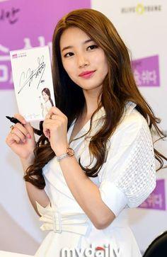 suzy Beautiful Asian Girls, Most Beautiful Women, Miss A Suzy, Bae Suzy, Korean Celebrities, Korean Singer, Asian Beauty, Girl Group, Girlfriends
