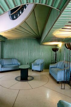 Discover a variety of Art Deco Miami to the specific look you want. Miami Art Deco Interiors can be fun and playful, or chic and classy. Miami Art Deco, Art Deco Bar, Art Deco Home, Art Deco Design, Home Art, Art Nouveau, Casa Hotel, Cuban Art, Examples Of Art