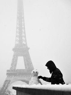 La tour eiffel sous la  neige by . ADRIEN ., via Flickr