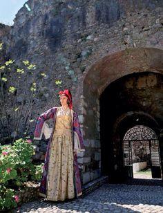 Mykonos, Santorini, Paros, Ancient Greek Costumes, Greek Traditional Dress, Greek Dress, Parthenon, Folk Costume, Dance Costumes