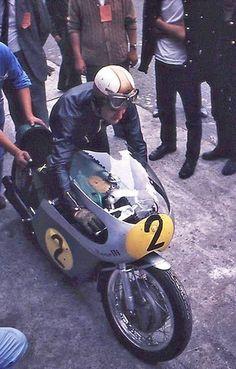 tulikas: Mike Hailwood Benelli 500 Monza - the old day's Old School Motorcycles, Racing Motorcycles, Vintage Bikes, Vintage Motorcycles, Grand Prix, Motorcycle Racers, Super Bikes, Biker Style, Road Racing