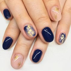The cutest and most dainty nail art! This manicure features blue brushstrokes an… The cutest and most dainty nail art! This manicure features blue brushstrokes and gold flake accent nails Nail Art Designs, Short Nail Designs, Nails Design, Salon Design, Accent Nail Designs, Minimalist Nails, Cute Nails, Pretty Nails, Pretty Makeup