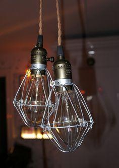 Dubbel burlampa med takfäste via Vintage Lighting. Click on the image to see more!