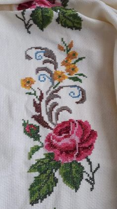 Hand Embroidery Videos, Hand Embroidery Designs, Embroidery Stitches, Mermaid Cross Stitch, Cross Stitch Flowers, Cross Stitch Designs, Cross Stitch Patterns, Diy Crafts Hacks, Diy Curtains