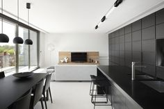 black kitchen Dianna Snape : residential photography | FLODEAU