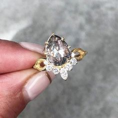 Salt and Pepper Cut diamond ring - engagement ring Gem Hunt, Fine Jewelry, Jewelry Making, Salt And Pepper Diamond, Wedding List, Boho Bride, Druzy Ring, Diamond Engagement Rings, Diamond Cuts
