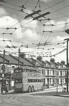 Trams and Trolleybuses London Bus, London City, London Transport, Public Transport, Old Photos, Vintage Photos, Routemaster, London History, Bus Coach