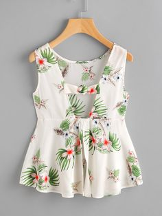 To find out about the Jungle Print Open Back Knotted Peplum Tank Top at SHEIN, part of our latest Tank Tops & Camis ready to shop online today! Trendy Outfits, Summer Outfits, Cute Outfits, Emo Outfits, Casual Dresses, Fashion Dresses, Girls Dresses, Party Dresses, Blouse Styles