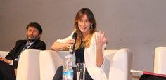 http://formiche.net/gallerie/maria-elena-boschi-costituzione-foto/