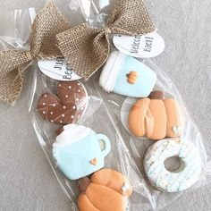 ☝🏽Welcome Back/Just Because mini cookie sets! These are just the cutest thanks so much for sharing! Fall Decorated Cookies, Fall Cookies, Mini Cookies, Iced Cookies, Cute Cookies, Cupcake Cookies, Sugar Cookies, Cupcakes, Cookie Icing
