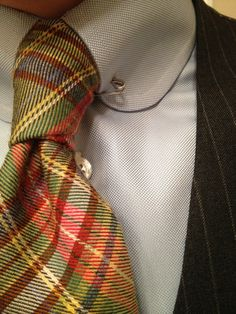 a dapper twist. the classic pinstripe suit paired with a shirt with club collar (rounded), collar pin and a bold tartan tie Sharp Dressed Man, Well Dressed Men, Dandy, Tartan Tie, Herren Style, Suit And Tie, Swagg, Models, Men Dress