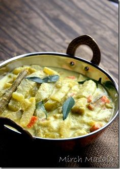 Avial – a mixed vegetable curry in a spiced coconut and yogurt sauce, is a very quintessential Kerala dish that is made for Sadya (a feast)! Jain Recipes, Vegetable Recipes, Indian Food Recipes, Kerala Recipes, Vegetarian Curry, Vegetarian Recipes, Cooking Recipes, Healthy Recipes, Healthy Food