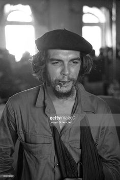 Closeup of Argentinian born Cuban revolutionary Ernesto Che Guevara with a cigar in his mouth and his left arm in a sling Havana Cuba January 7 1959 Che Guevara Quotes, Billy Oxberg, Rauch Fotografie, Smoking Celebrities, Ernesto Che Guevara, Propaganda Art, Black Panther Party, Fidel Castro, Havana Cuba