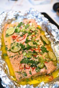 Smörstekt hel lax med lime, koriander och chili - 56kilo.se - Wellness, LCHF & Livsstil!