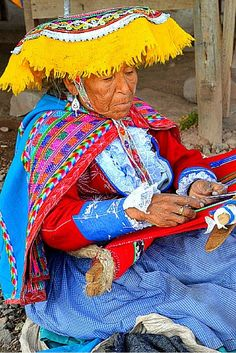 A woman weaves an alpaca blanket in Peru's Sacred Valley. Click to learn more about travelling through this incredible area!