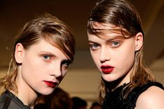#VogueBelleza Una sonrisa burdeos. Los labios seducen con el tono más enigmático. ¡Ríndete a la tentación! http://www.vogue.mx/articulos/tendencias-maquillaje-otono-invierno-2013-labios-burgundy/2903#