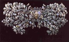 The Romanov nuptial wedding brooch, worn by all Russian imperial women on their wedding day. So intricate ! Royal Crown Jewels, Royal Crowns, Royal Jewelry, Tiaras And Crowns, Jewellery, Russian Jewelry, Jewels 3, Diamond Jewelry, Faberge Eier