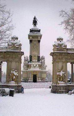 Snowy Retiro Park, Madrid