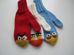 Angry Birds mittens - free pattern available through Ravelry Knitted Mittens Pattern, Knit Mittens, Knitted Gloves, Knitting Patterns Free, Knitting Socks, Free Pattern, Knitting For Kids, Crochet For Kids, Knitting Projects