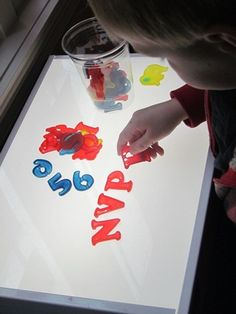 More than a dozen fun light table playactivities from Teach Preschool plus linky! Pinned by SPD Blogger Network. For more sensory-related pins, see http://pinterest.com/spdbn