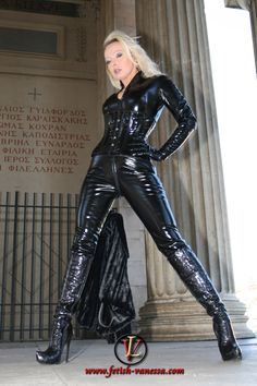 Shiny Leggings, Leggings Are Not Pants, Latex Fashion, Leather Catsuit, Leather Pants, Latex Corset, Latex Girls, Leather Dresses, Overall