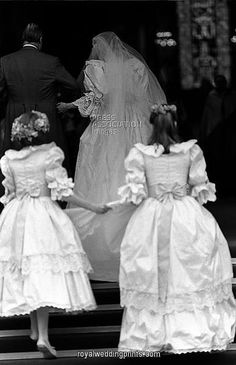 Rare wedding photo of Lady Diana Spencer and her father, John, the Earl Spencer entering St. Paul's Cathedral for her wedding on July Princess Diana Rare, Princess Diana Wedding, Princess Charlotte, Princess Of Wales, Royal Wedding 1981, Royal Wedding Gowns, Royal Weddings, Wedding Dresses, Lady Diana Spencer