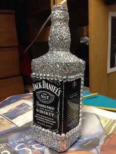 Jack Daniels bottle blinged out Festa Jack Daniels, Jack Daniels Bottle, Cute Crafts, Diy And Crafts, Alcohol Bottles, Glitter Bottles, Alcohol Bottle Decorations, Little Presents, Sorority Crafts