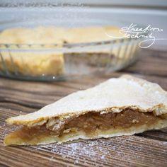 Dnes si upečeme linecký koláč s jablky. Jablečné koláče patří mezi jedny z nejoblíbenějších a existuje jich mnoho druhů. Linecký koláč s jablky není na přípravu nijak zvlášť složitý. Linecké těsto nemusí sloužit pouze jako základ pro tradiční vánoční linecké cukroví. Můžeme z něj připravit například právě tento lahodný křehký koláč. Bread, Food, Breads, Bakeries, Meals