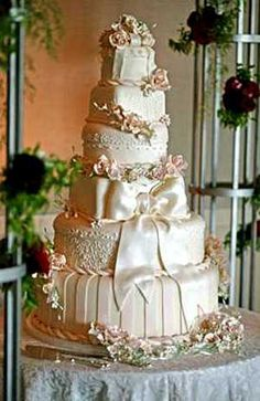 1000 images about cake fabric folds on pinterest wedding cakes ivory wedding cake and. Black Bedroom Furniture Sets. Home Design Ideas