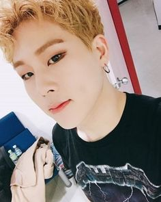 """29 Me gusta, 1 comentarios - ༻몬스타엑스 ❤︎ 이주헌༺ (@jooheonrapper) en Instagram: """"[#Jooheon] Monbebe, I'm at the waiting room right now but thinking about how cold it is outside and…"""""""