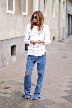 mondays 23.06Jacket: D&G . Pants: Vintage . Shoes: Zara . Bracelet: VYVYN Hill . Ring: Thomas SaboShades: TRIWA