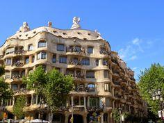 WANDERLUST: Barcelona: podziwiając architekturę dzielnicy Gràcia Barcelona, Wanderlust, Mansions, House Styles, Home, Serif, Manor Houses, Villas, Ad Home