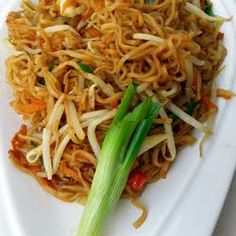 Search result for stir fry vegan ramen. 2 easy and delicious homemade recipes. See great recipes for Stir Fry Vegan Ramen too! Ramen Recipes, Asian Recipes, Vegetarian Recipes, Dinner Recipes, Cooking Recipes, Ethnic Recipes, Vegan Vegetarian, Recipies, Think Food