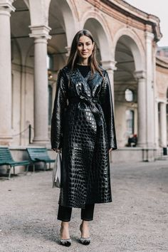 Le Fashion: This Next-Level Black Outfit Is Perfect for a Night Out Total Black, Star Fashion, Fashion Outfits, Womens Fashion, Fashion Trends, Fashion Mode, Street Fashion, Street Look, Full Black Outfit