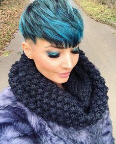 WEBSTA @ jejojejo87 - Jetzt gehts zum Chinesen 🍴 ich habe das Gefühl das ich nur noch am fressen bin 😂Was macht ihr eigentlich dieses Jahr an Silvester? 🤔🤔 #me #bluehair #blueeyes #colourful #colorfulhair #pixie #pixies #pixiecut #undercut #shorthair #eyes #lips #beauty #beautiful #amazing #fashion #fashionista #fashionblogger #instabeauty #photooftheday #selfie #stuttgart #0711