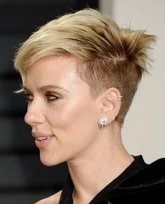 Scarlett Johansson at Vanity Fair Oscar 2017 Party in Los Angeles Pixie Hairstyles, Pixie Haircut, Trendy Hairstyles, Hair Inspo, Hair Inspiration, Short Blonde, Hair Dos, Scarlett Johansson, Short Hair Cuts