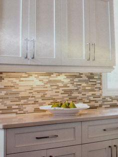 Dosseret pâte de verre Condo Decorating, Backsplash, Sweet Home, Kitchen Cabinets, Design, Quartz, Home Decor, Home, Dream Kitchens