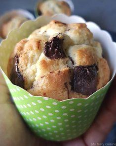 Testé - Un peu de douceur sucrée… Depuis le temps que je cherchais une bonne recette de muffins, je l'ai enfin trouvé. J'ai gentiment piqué la recette chez Il était une fois la pâtisserie. Elle est tout simplement parfaite: les muffins sont moelleux à souhait et pas du tout compact. Un vrai délice. C'est partit pour la...