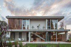 Descubra fotos de Casas modernas por ESTUDIO GEYA. Veja fotos com as melhores ideias e inspirações para criar uma casa perfeita.