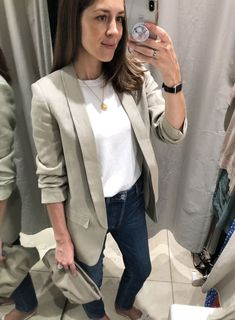 We're sharing the best picks to buy this season from fast-fashion retailer Zara. Uni Outfits, Blazer Outfits For Women, Grey Midi Dress, Black Slip Dress, Fast Fashion, Star Fashion, Zara, Linen Blazer, Light Jacket