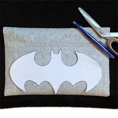 Batman Superhero Cape - Free Sewing Pattern   Craft Passion Batman Costume For Kids, Diy Superhero Costume, Batman Superhero, Diy Cape, Sewing Patterns Free, Free Sewing, Kids Cape Pattern, Batman Cape, Capes For Kids