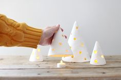 DIY Porcelain Holiday Tree Lights - A Beautiful Mess Easy to do ! Clay Christmas Decorations, Christmas Projects, Holiday Crafts, Christmas Time, Holiday Decor, Deco Noel Nature, Modern Crafts, Navidad Diy, Weekend Projects