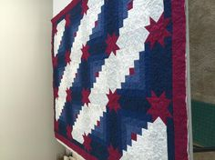 Log Cabin Stars quilt by a Craftsy student! My Favorite Color, My Favorite Things, Quilting Projects, Color Combinations, Cabin, Quilts, Blanket, Stars, Student