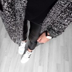 Adidas Sneakers // Leather Pants // Black Top // Cardigan http://www.siempre-lindas.cl/categoria/moda/
