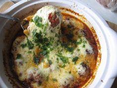 Pulpety Czosnkowe w Sosie Pomidorowym