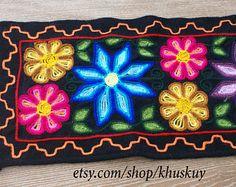 Camino de mesa bordado, camino de mesa flores, corredor de la tabla de lana, boho corredor de la tabla, tejido runner, corredor bohemio, corredor de hippie, textil peruana