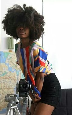 .Natural hair  Ser negro es hermoso. Beautiful woman. Belle femme.