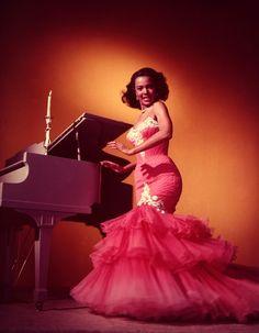 Dorothy Dandridge-1953-mermaid gown by Zelda Wynn Valdes
