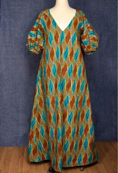 Deep v-neck maxi dress with pockets and quarter length puff sleeve.